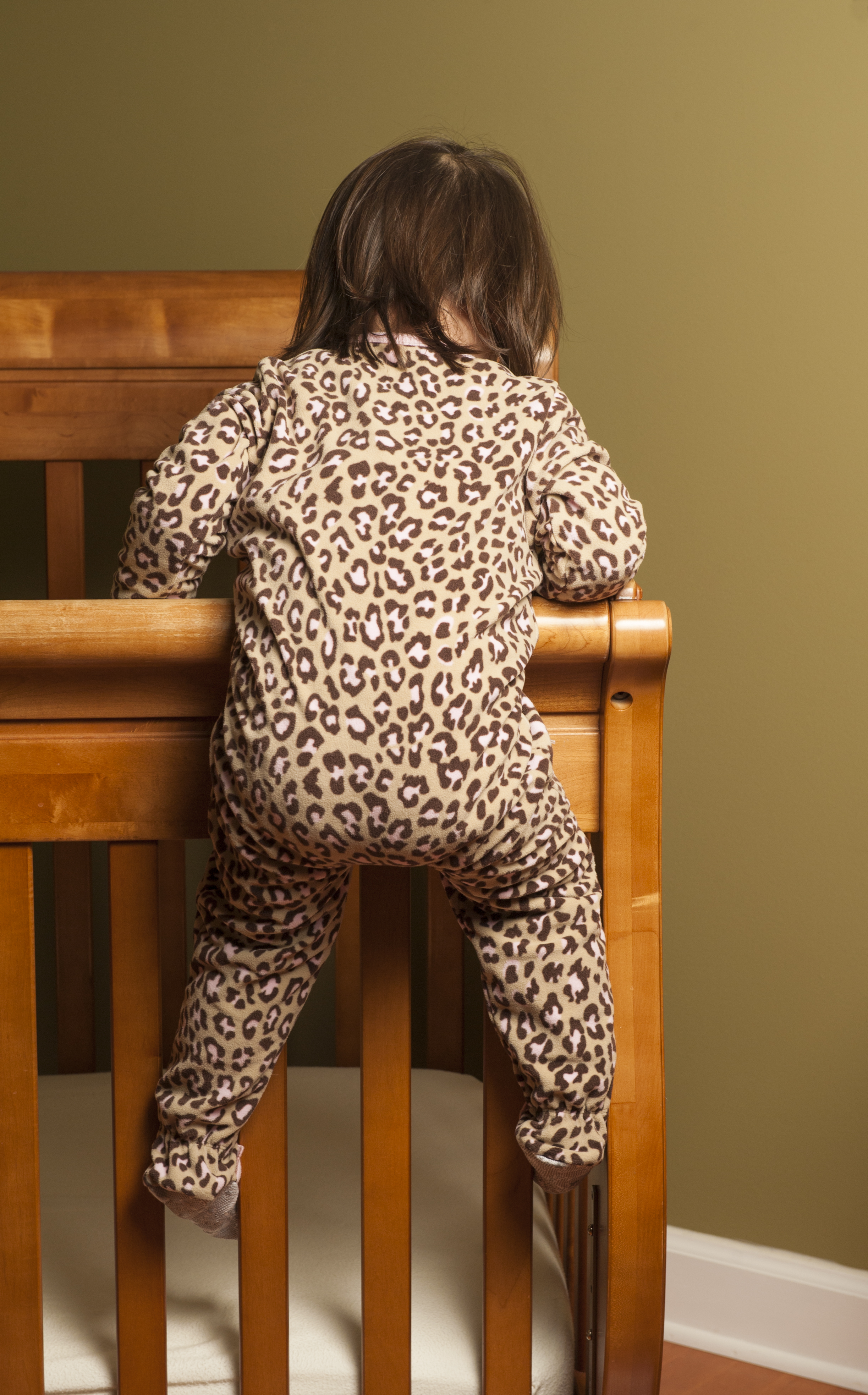 Baby cribs keep your baby close -  Climber 3 Use A Cue To Tell Your Child